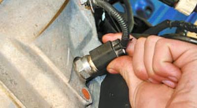 Проверка и замена выключателя света заднего хода Форд мондео 4 (2007-2014)