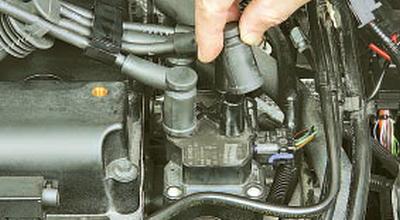 Снятие и установка катушки зажигания двигателя duratec ti-vct объемом 1,6 л Форд мондео 4 (2007-2014)