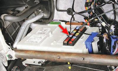 Снятие и установка многофункционального электронного блока (gem) Форд мондео 4 (2007-2014)
