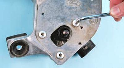 Снятие и установка трапеции и моторедуктора стеклоочистителя ветрового окна Форд мондео 4 (2007-2014)