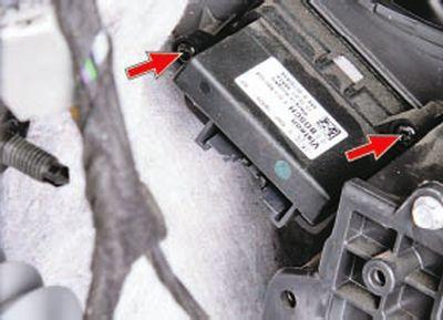 Замена дополнительного сопротивления электровентилятора отопителя и электродвигателей приводов заслонок Форд мондео 4 (2007-2014)
