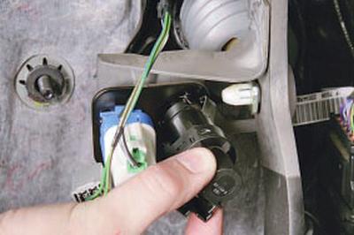 Замена выключателя стоп-сигнала Форд мондео 4 (2007-2014)