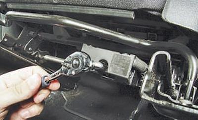 Снятие и установка переднего сиденья Форд мондео 4 (2007-2014)