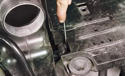 Снятие и установка полки крепления аккумуляторной батареи Форд Мондео 4 (2007-2014)