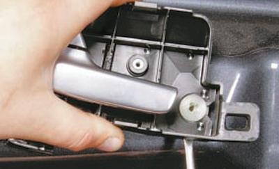 Замена внутренней ручки привода замка задней двери Форд мондео 4 (2007-2014)