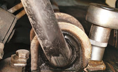 Замена деталей стабилизатора поперечной устойчивости передней подвески Форд мондео 4 (2007-2014)