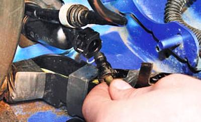 Замена трубопровода гидропривода выключения сцепления Форд мондео 4 (2007-2014)