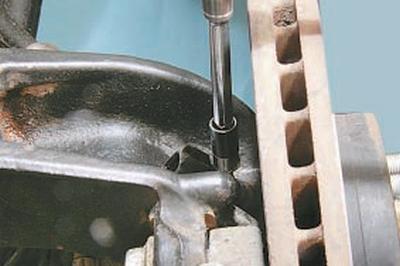 Снятие и установка датчиков частоты вращения передних колес Форд Мондео 4 (2007-2014)