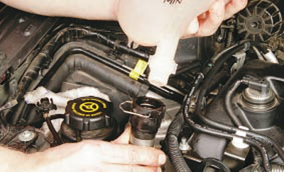 Снятие и установка расширительного бачка Форд мондео 4 (2007-2014)