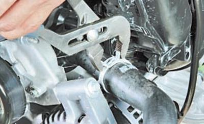 Снятие и установка термостата Форд мондео 4 (2007-2014)
