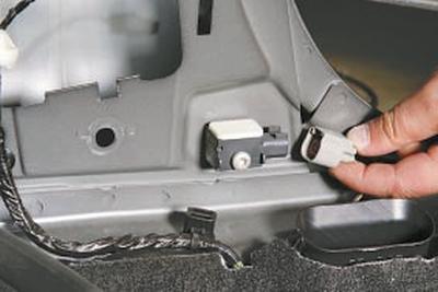 Снятие и установка датчика бокового удара Форд Мондео 4 (2007-2014)