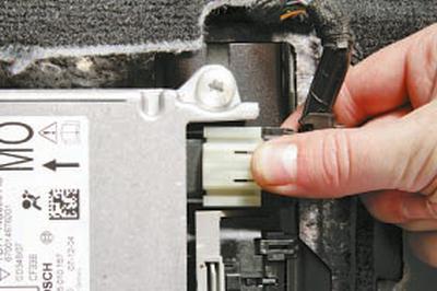 Снятие и установка электронного блока управления дополнительной системой пассивной безопасности Форд Мондео 4 (2007-2014)