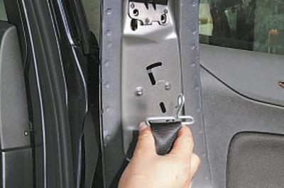 Снятие и установка переднего ремня безопасности Форд Мондео 4 (2007-2014)