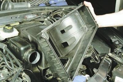 Снятие и установка воздушного фильтра и глушителя шума впуска Форд мондео 4 (2007-2014)