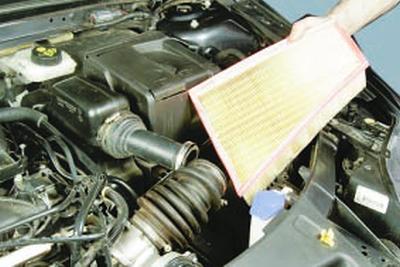 Замена фильтрующего элемента воздушного фильтра Форд мондео 4 (2007-2014)