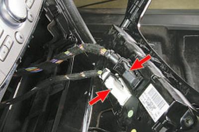 Снятие и установка блока управления системой вентиляции, отопления и кондиционирования Форд Мондео 4 (2007-2014)