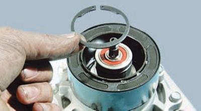 Замена электромагнита муфты компрессора Форд Мондео 4 (2007-2014)