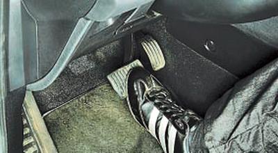 Проверка положения педали тормоза Форд мондео 4 (2007-2014)