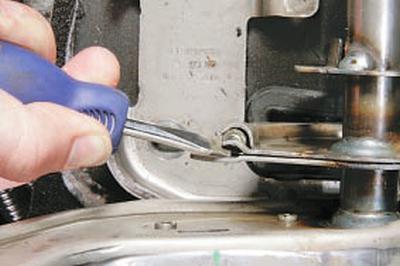 Снятие и установка рычага привода стояночного тормоза Форд мондео 4 (2007-2014)