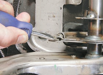 Замена переднего троса привода стояночного тормоза Форд мондео 4 (2007-2014)