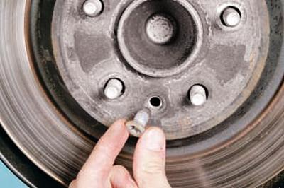Замена тормозного диска тормозного механизма заднего колеса Форд мондео 4 (2007-2014)