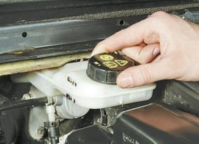 Замена тормозной жидкости Форд мондео 4 (2007-2014)