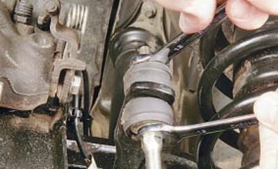 Замена деталей стабилизатора поперечной устойчивости задней подвески Форд мондео 4 (2007-2014)